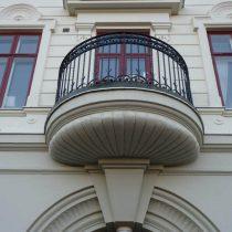 Balkong med stuckatur