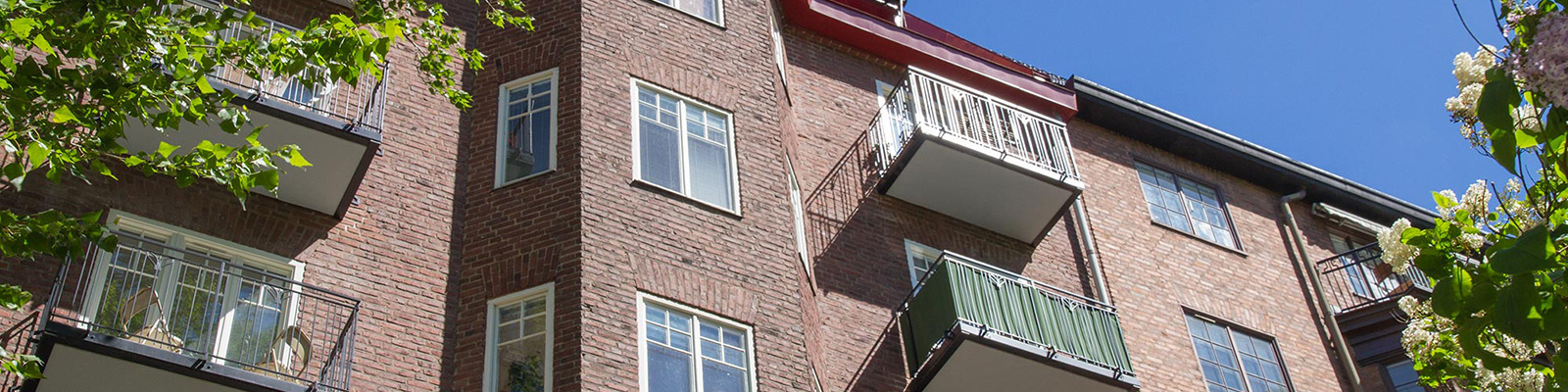 Bygga balkonger mot gatan