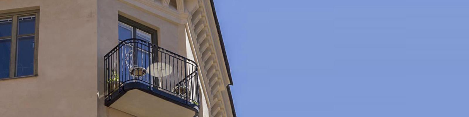 Fristående balkong fastighet